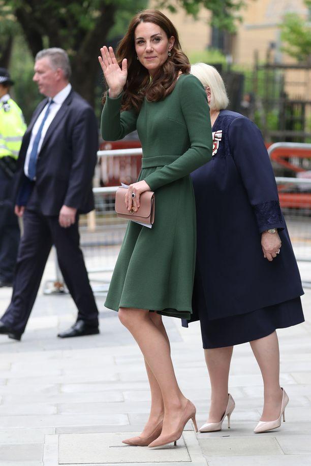Herttuatar Catherine valitsee mieluusti nuden väriset korkkarit.