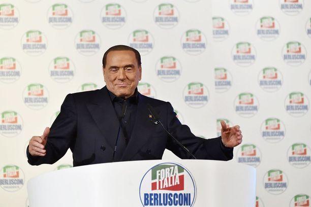 Silvio Berlusconi ei vaan häviä Italian politiikasta.
