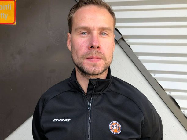 Matti Tiilikaisen valmennusura alkoi jo 20-vuotiaana HPK:n A-nuorten valmennusryhmässä.
