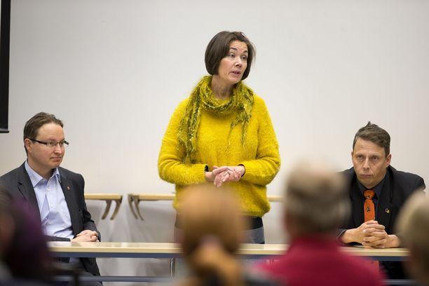 Jos Nivala hakee ja saa vapautuksen kansanedustajan työstä, hänen jälkeensä pätkäpaikka eduskunnassa menee Raahen kaupunginvaltuuston puheenjohtajalla Hanna-Leena Mattilalle.