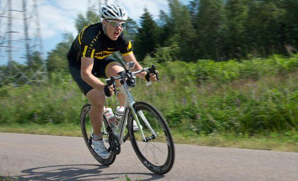 Pyöräily on Teemu Ramstedtille myös tärkeä kesäharjoittelumuoto.