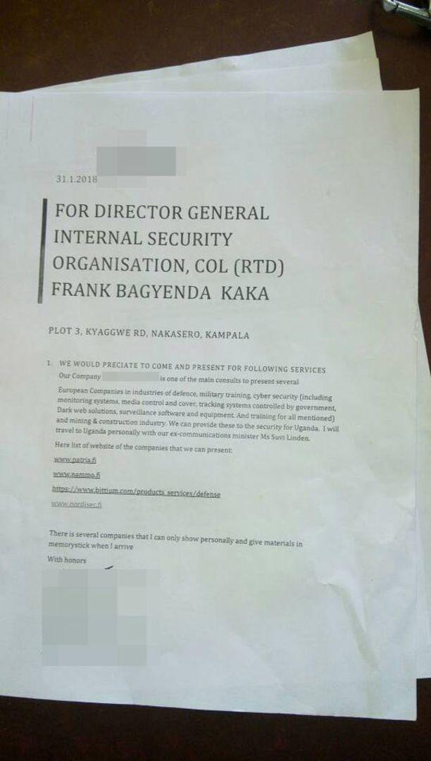 Tammikuun lopulle päivätyssä kirjeessä suomalaismies kertoi edustavansa neljää yhtiötä ja matkaavansa Ugandaan Suvi Lindénin kanssa.