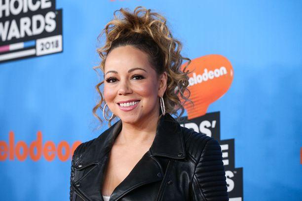 Entinen manageri väittää Mariah Careyn ahdistelleen häntä seksuaalisesti.