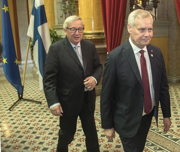 Pääministeri Antti Rinteellä on jatkossa kaksi ääntä EU:n pääministerikokouksissa. Taustalla EU:n komission puheenjohtaja Jean-Claude Juncker.