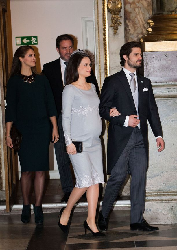 Prinsessa Sofian vauvavatsa varasti huomion prinssi Oscarin kiitosjumalanpalveluksessa 3. maaliskuuta.