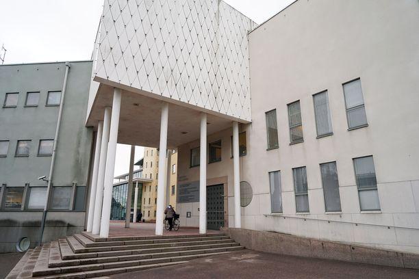 Käräjäoikeuden päätöksessä kerrottiin irakilaisen Akram Rikanin hyväksikäyttäneen lasta seksuaalisesti lukemattomia kertoja.