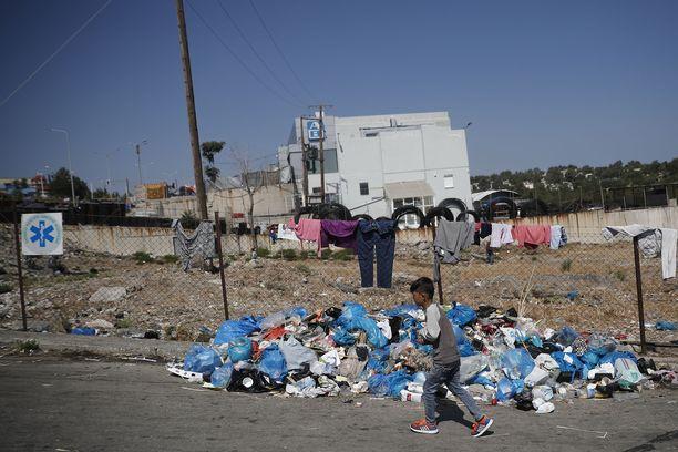 Morian tuhopoltto on pakottanut turvapaikanhakijat leiriytymään maantien varteen.