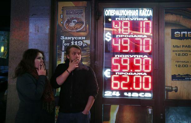 Nuoret sauhuttelivat Moskovassa.