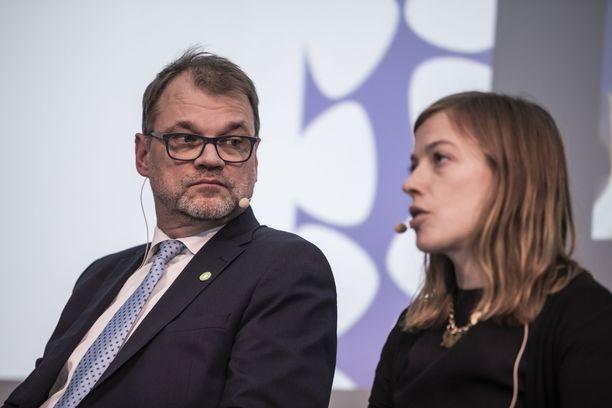 Keskustan puheenjohtaja Juha Sipilä esittää tänään ministerilistansa, jossa hän itse ei ole mukana. Vasemmistoliiton Li Andersson puolestaan haluaa opetusministeriksi.