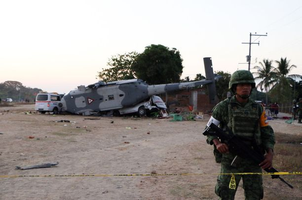 Oaxacan osavaltiossa Santiago Jamiltepecissä maahan pudonnut of helikopteri aiheutti hirvittävän onnettomuuden perjantaina.