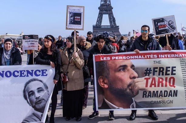 Tariq Ramadanin vapauttamista vaativat kannattajat marssivat Pariisissa kaksi viikkoa sitten.
