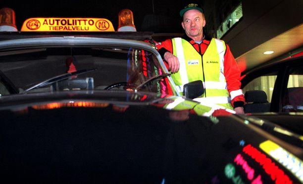 Tieliikennepalvelu ja Operaatio Lumihiutale valmiina lähtöön vuonna 1997. Kuvan henkilö ei liity tapaukseen.