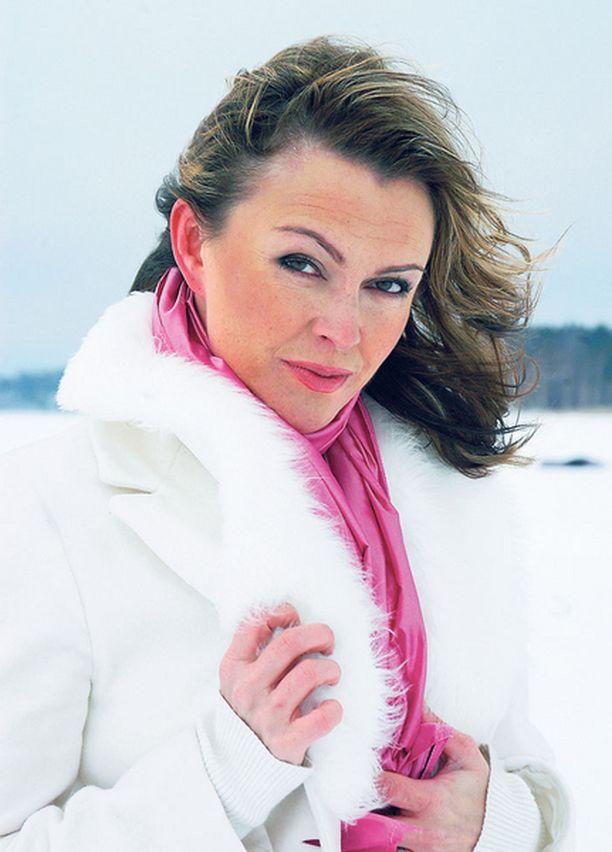 UUTEEN KOTIIN Anne Hedman muuttaa yksin uuteen kotiin Espoossa.