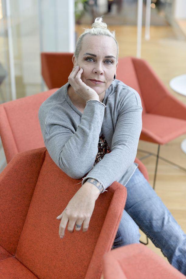 """""""Suomessa alan liikkeitä valvotaan erittäin perusteellisesti jo nyt"""", sanoo tatuoija Wilma Schlizewski."""