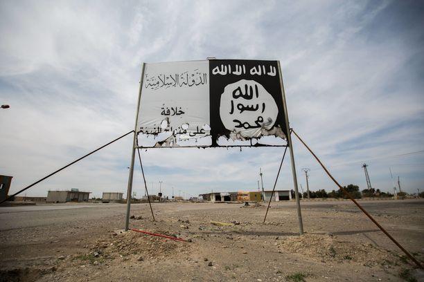 Saksasta on lähtenyt muun muassa Syyriaan Raqqaan ihmisiä Isisin riveihin taistelemaan. Isisin pysyttämä kyltti Raqqan kaupungin läheisyydessä.