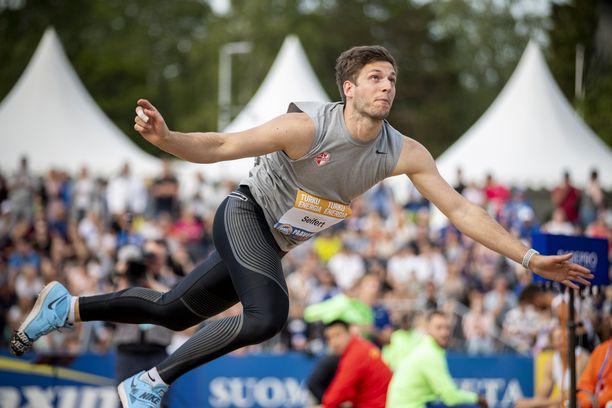 Bernhardt Seifert, 26, on 190-senttinen ja 87-kiloinen keihäänheittäjä. Hän on tämän hetken maailmanlistalla kolmantena tuloksella 89,06.