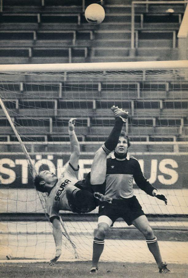 Ismailin akrobaattinen saksipotku leijaili KPV-molari Gunnar Isosaaren yli vuonna 1983.