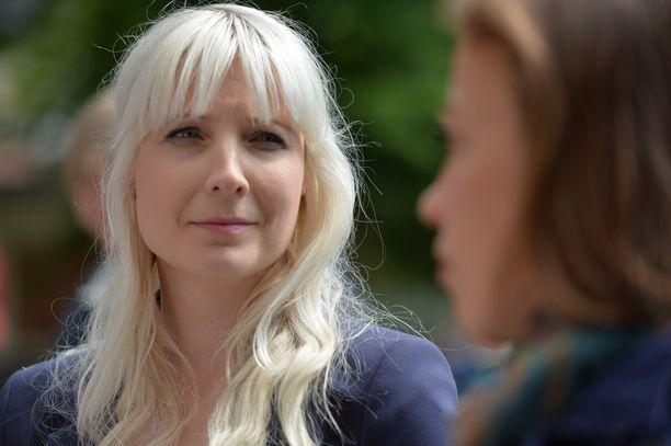 Silloinen kansanedustaja Laura Huhtasaari (ps) suuttui syksyllä 2018 yhdeksäsluokkalaisten tekemästä julisteesta.