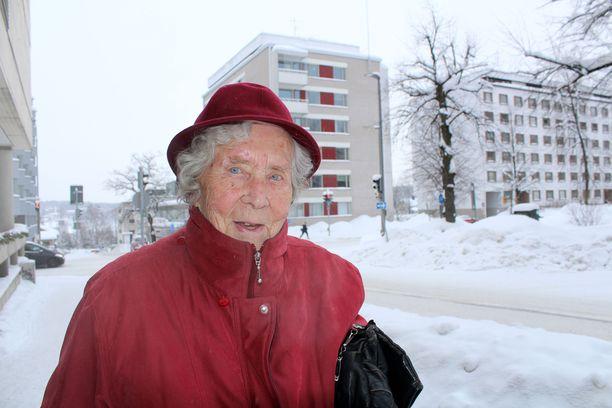 101-vuotiaalla Elli Pöyhösellä on joka viikolle sovittuna monta menoa.