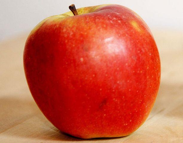 Omenaa käytettiin pahoinpitelyn aseena Raisiossa.