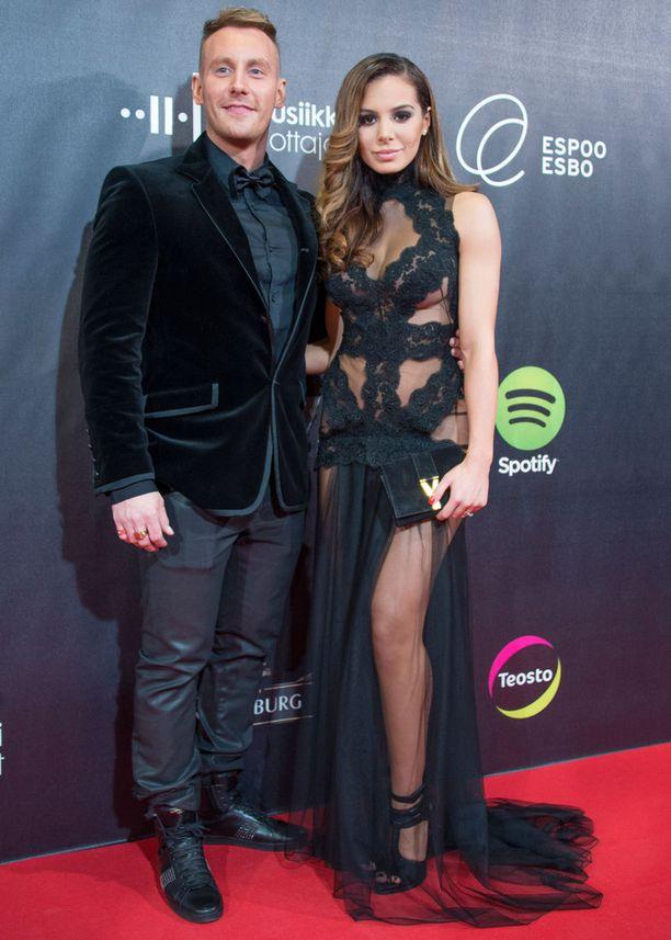 Sofian puku käänsi katseet viime vuoden Emma-gaalassa. Vierellä poseerannut aviomies näytti syystäkin ylpeältä.