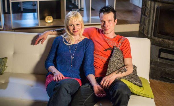 Hanna ja Jaakko aiheuttivat kotikylässään Oulaisissa pienimuotoisen skandaalin parisuhdekuvioillaan.