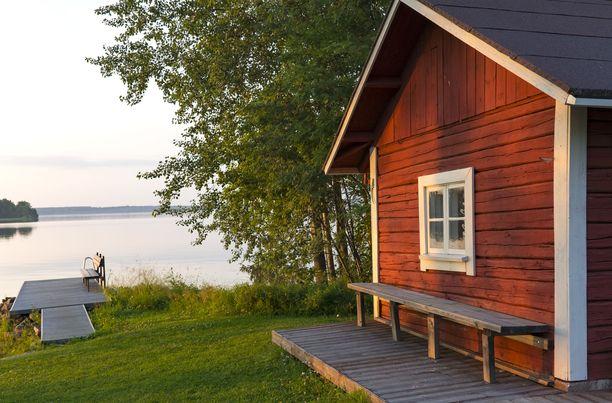 Kesäkausi tuo mökeille vieraita. Monien lukijoidemme mielestä yllättäen ei saisi tulla.