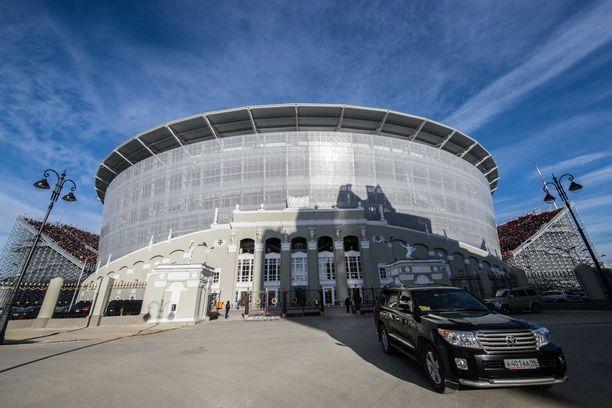 Jekaterinburgin stadion on tullut tutuksi hurjannäköisistä, päätyihin pystytetyistä lisäkatsomoista.