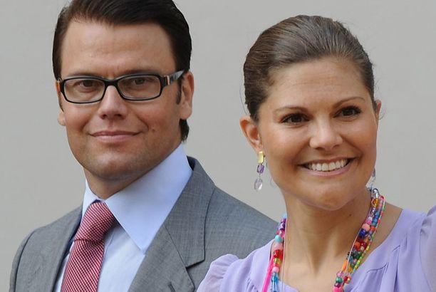 Ruotsin hovi ylläpitää kruununprinsessaparin virallisia hääsivuja.