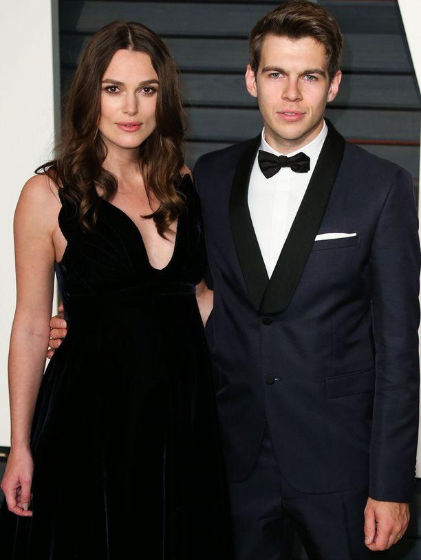 Keira Knightley ja hänen miehensä James Righton.