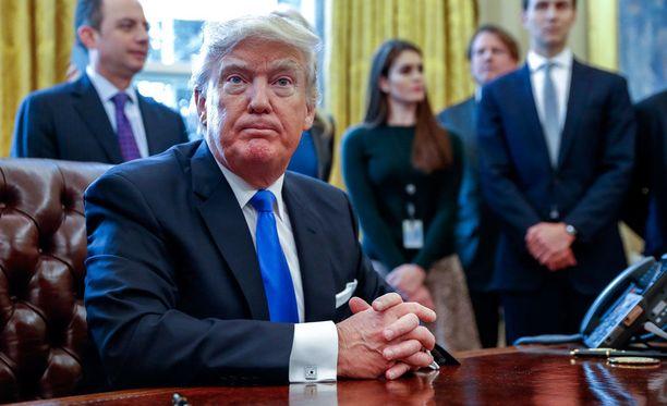 Valkoisessa talossa Trumpilla on käytössä perinteiset pöytäpuhelimet, joiden hakkeroiminen ei onnistu.
