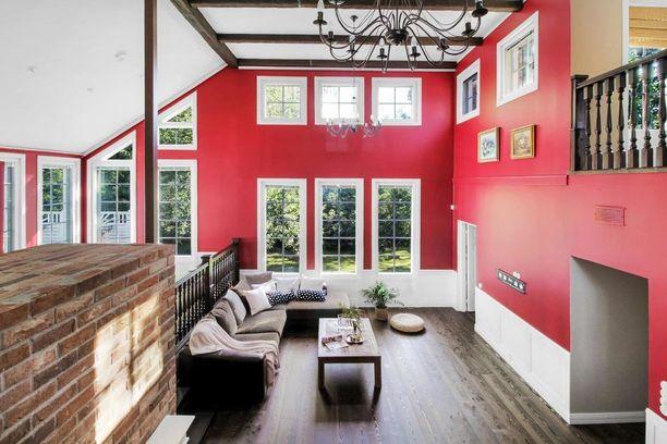 Moni arastelee punaista maalia, mutta näin upealta se voi suuressa, valoisassa tilassa näyttää.