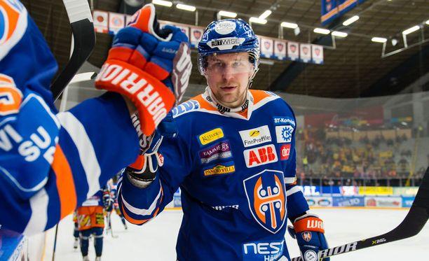 Teemu Nurmi viimeisteli tiistaina Hakametsässä Tapparan 1-0-maalin Jukureita vastaan.