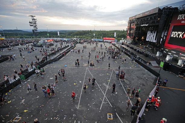 Tuhansia ihmisiä on evakuoitu rockfestivaalista Rock am Ring.