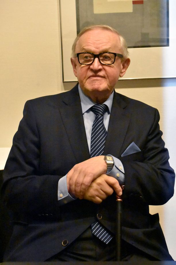 Martti Ahtisaari kiertää edelleen ahkerasti maailmaa rauhanvälitystehtävissä.