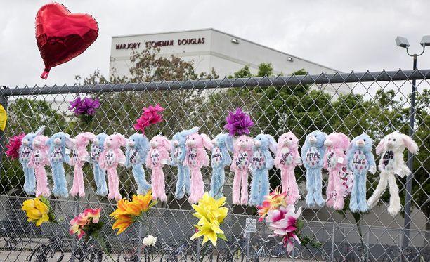 Marjory Stoneman Douglas -lukiossa tapahtuneessa ampumisessa kuoli helmikuussa 17 nuorta opiskelijaa.