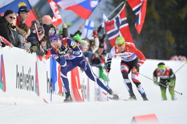 Iivo Niskanen (kuvassa) ja Ristomatti Hakola kokivat kovan pettymyksen parisprintissä.