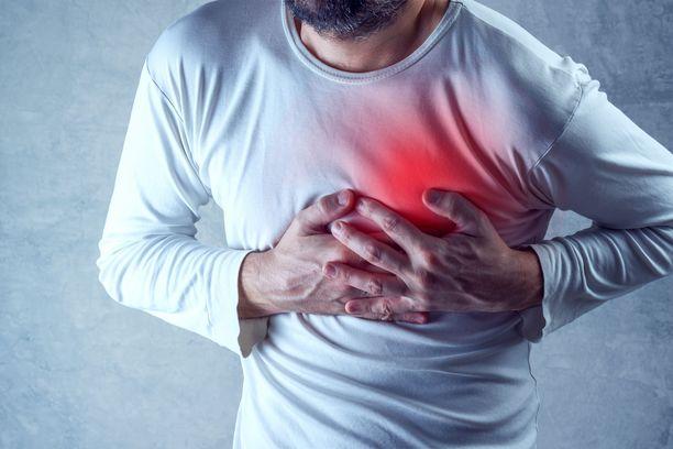 Koronavirus käy keuhkoihin, jolloin sydän joutuu tekemään poikkeuksellisen paljon töitä saadakseen pumpattua happipitoista verta ympäri kehoa. Tämän vuoksi koronavirus voi olla erityinen riski sydänpotilaalle.