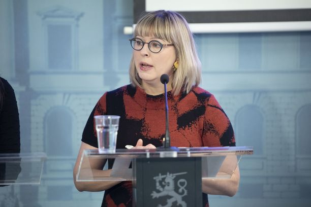 Sosiaali- ja terveysministeri Aino-Kaisa Pekosen (kuvassa) mökkijulkaisut ovat levinneet sosiaalisessa mediassa.