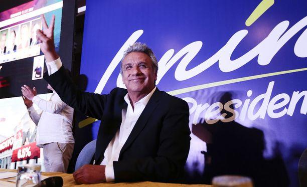 Ecuadorissa vasemmiston ehdokas Lenin Moreno on ovensuukyselyiden mukaan saamassa eniten ääniä presidentinvaalien ensimmäisellä kierroksella.