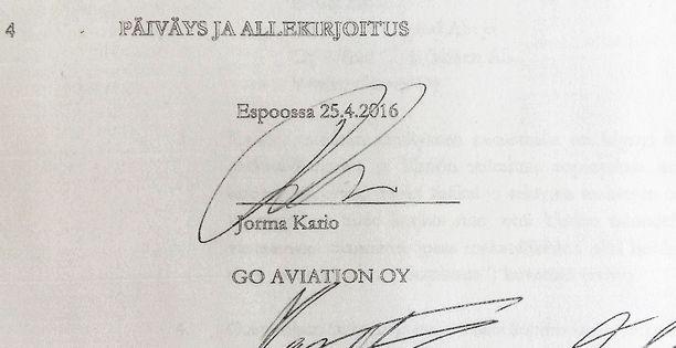 Jorma Kario allekirjoitti takaisinmaksusopimuksen 25.4.2016.