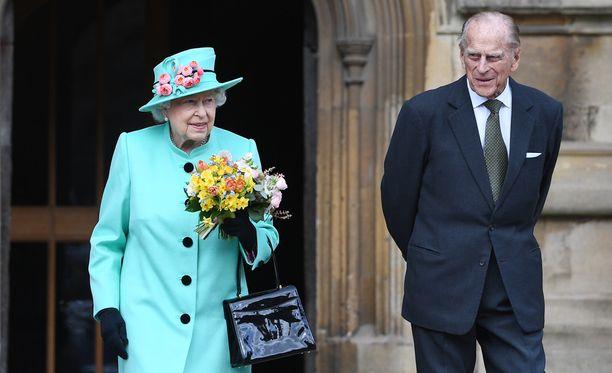 Kuningatar ja prinssi vierailivat pääsiäisjumalanpalveluksessa Windsorissa huhtikuussa.