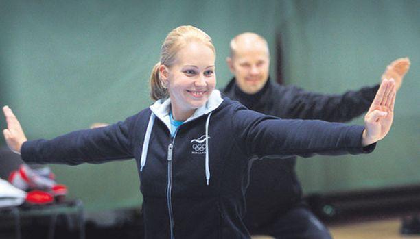 Olympialeirillä wushua kokeilemaan päässyt Jenni Honkanen väitti, etteivät tulevat häät vielä jännitä.