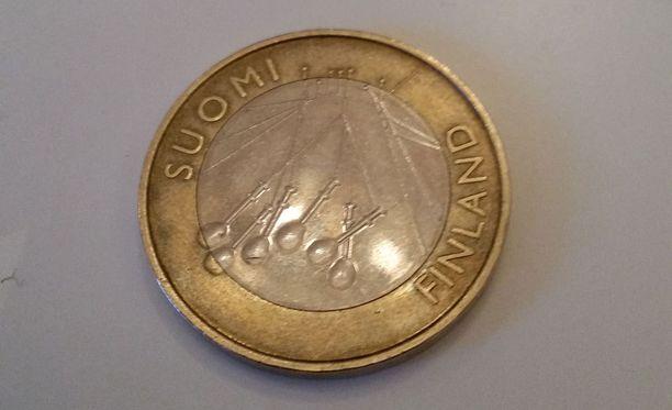 Viiden euron kolikko on laillisesti pätevä maksuväline, mutta kauppojen ei tarvitse ottaa sitä vastaan.