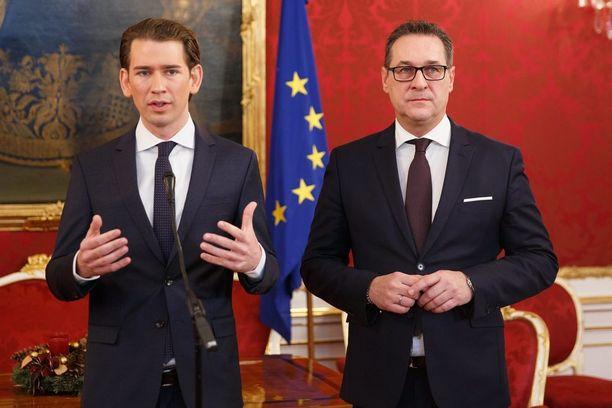 ÖVP:n Sebastian Kurz ja FPÖ:n Heinz-Christian Strache kertoivat lauantaina koalitioneuvotteluista Wienissä.