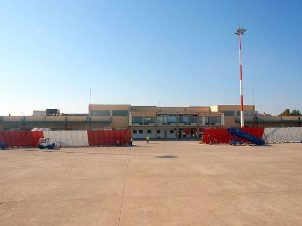 Párgaan liikennöidään Áktionin lentokentältä Prévezasta.