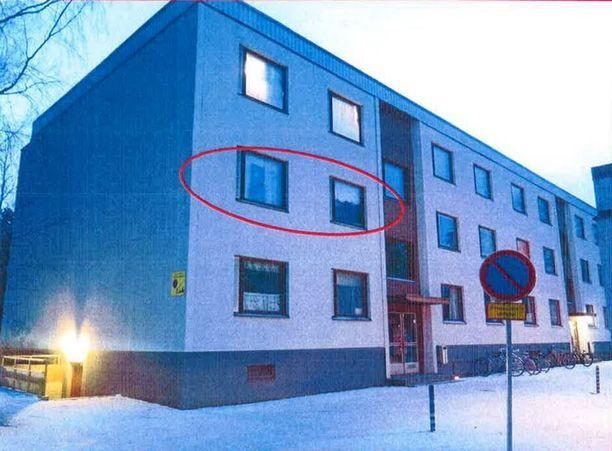 Rikos tapahtui Pietarsaaressa Permon kaupunginosassa syytetyn naisen asunnossa.