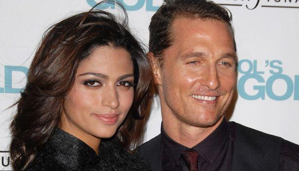 38-vuotias Matthew McConaughey löysi kesyttäjänsä itseään 14 vuotta nuoremmasta Camilasta.