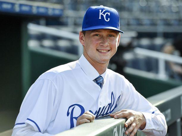 Kansas City Royals varasi Brady Singerin numerolla 18 viime kesän varaustilaisuudessa.