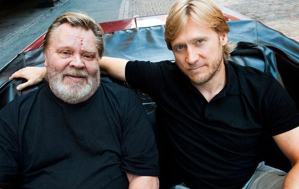 Ystävykset Vesku ja Samuli Edelmann Tie pohjoiseen -elokuvassa.